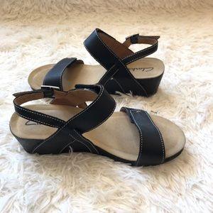 Clark's || New Black Sandals Wedges